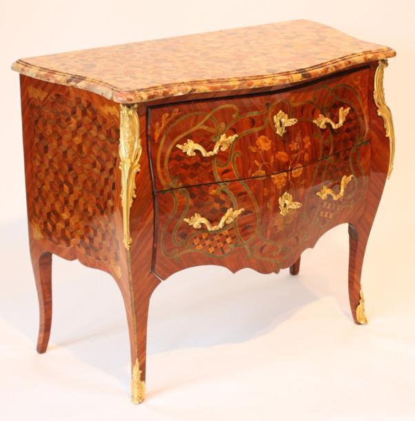 commode en marqueterie louis xv commode en sauteuse comprenant deux tiroirs. Black Bedroom Furniture Sets. Home Design Ideas
