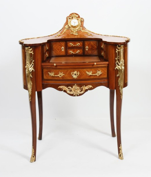 bureau de forme rognon marquete de style louis xv de forme demi lune. Black Bedroom Furniture Sets. Home Design Ideas