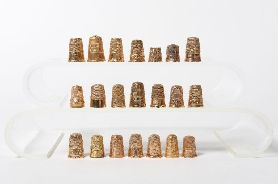 Lot of 20 gold thimbles: bearing either French or Dutch hallmarks from