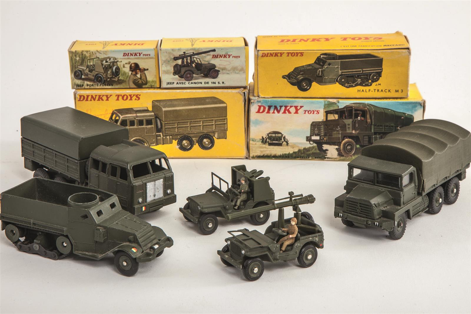 dinky toys lot de cinq v hicules militaires camion militaire gazelle. Black Bedroom Furniture Sets. Home Design Ideas