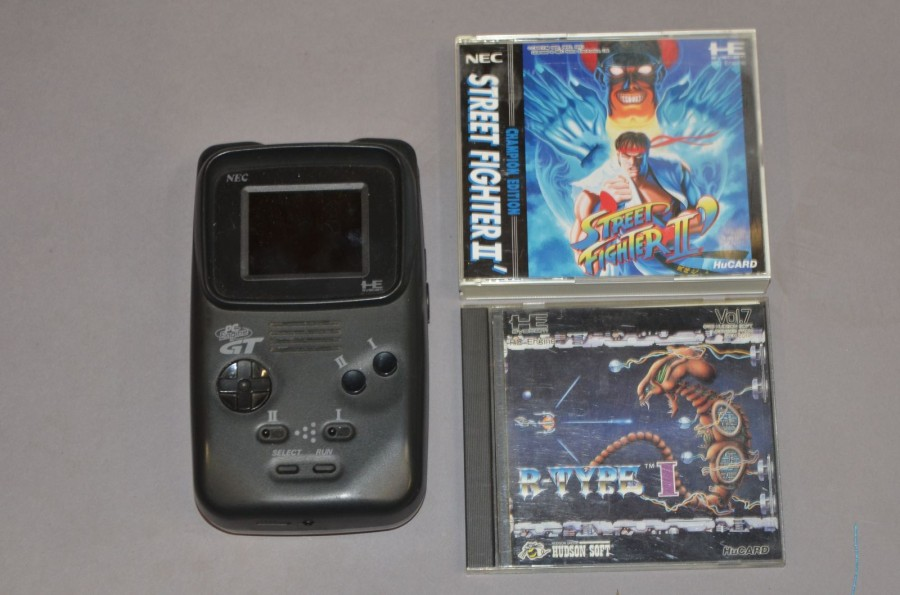 PC Engine GT loose + 2 jeux: Street Fighter II' et R-Type complets