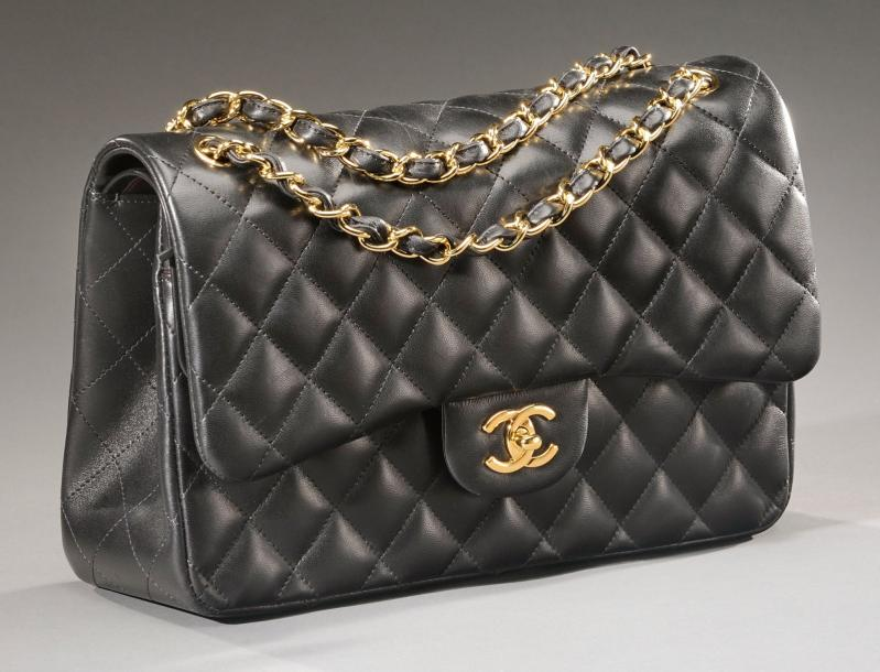 Chanel sac jumbo en cuir noir matelass int rieur for Sac chanel interieur