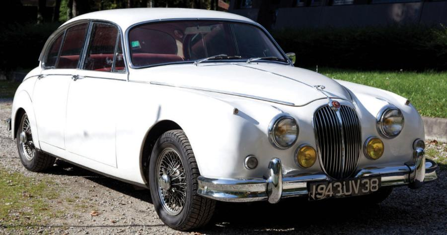 1961 jaguar mk2 3 4 l pr sent e en 1959 la mark ii se d finit l 39 poque. Black Bedroom Furniture Sets. Home Design Ideas