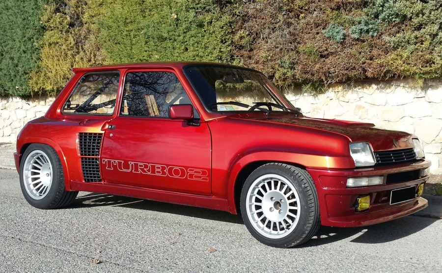 1983 renault 5 turbo 2 renault d mocratise les joies du turbo c 39 est. Black Bedroom Furniture Sets. Home Design Ideas