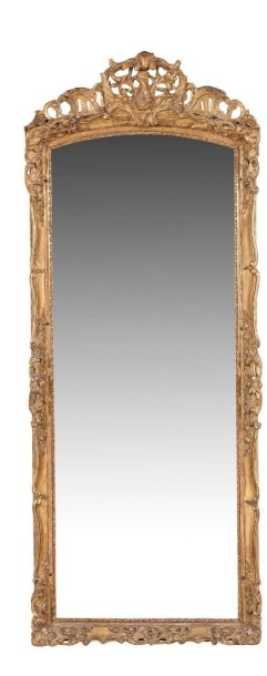 miroir de forme rectangulaire en bois moulur sculpt et dor les montants. Black Bedroom Furniture Sets. Home Design Ideas