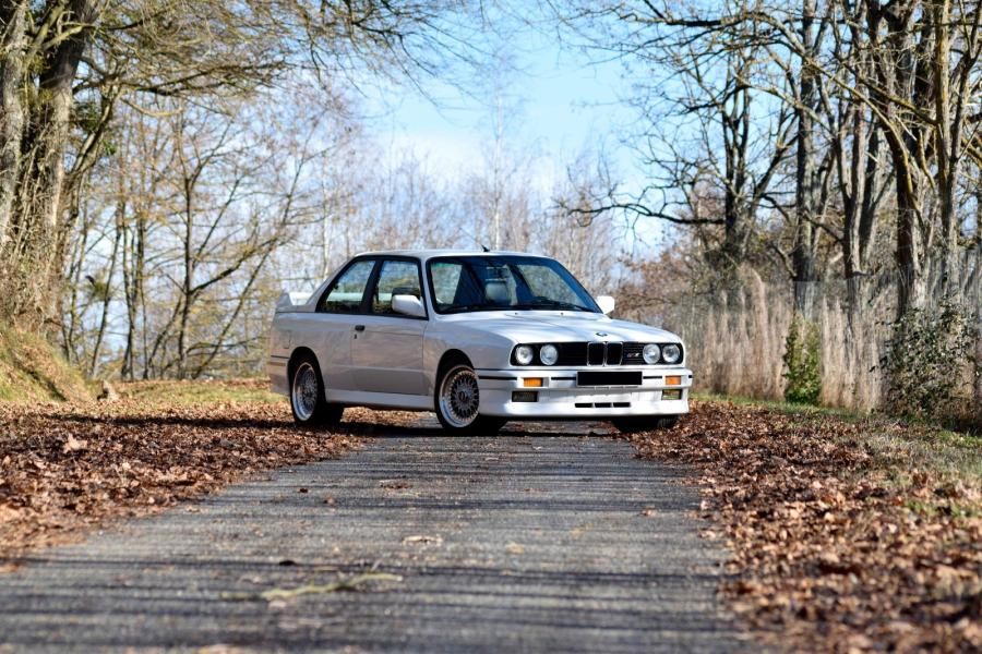 1988 bmw m3 e30 premi re version d 39 une l gende restauration de grande. Black Bedroom Furniture Sets. Home Design Ideas