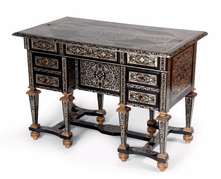 bureau huit pieds dit mazarin d cor marquet en tain sur fond d 39 b ne. Black Bedroom Furniture Sets. Home Design Ideas