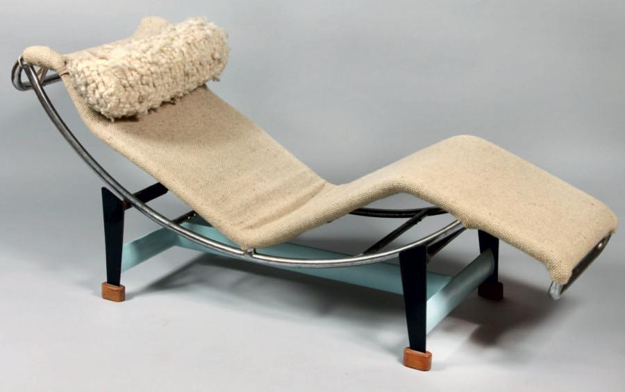 Le corbusier en collaboration avec charlotte perriand et for Chaise longue basculante