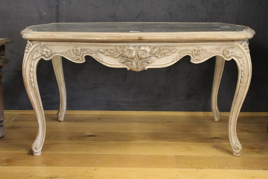 Table Basse Rectangulaire Mouvementee De Style Louis Xv Moderne En Bois