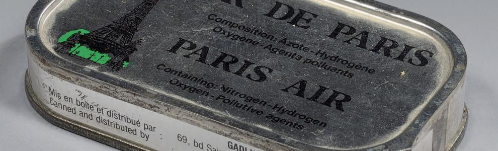 BOÎTE DE CONSERVE D'AIR DE PARIS PARIS AIR TIN CAN Fer blanc. Épousant la forme d'une…