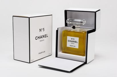 ventes aux ench res paris chanel n 5 flacon de parfum de 225ml parfum d 39 origin. Black Bedroom Furniture Sets. Home Design Ideas