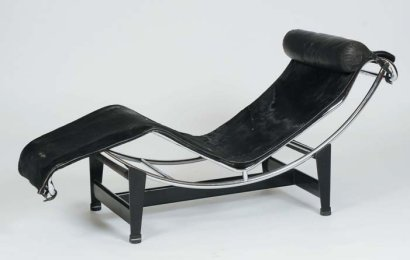Ventes aux ench res paris le corbusier cassina lc4 chaise for Chaise longue cavallino