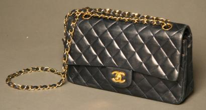 Ventes aux ench res paris chanel sac timeless for Sac chanel interieur