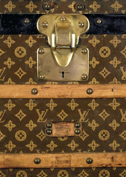 Louis VUITTON rue Scribe n°illisible Malle courrier en toile vuittonite au pochoir,…