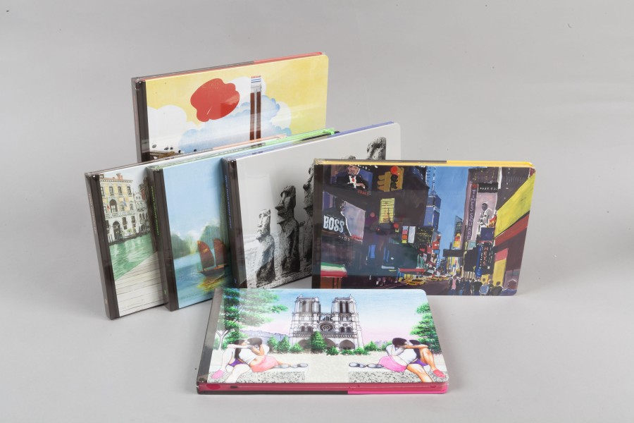 Louis VUITTON Travel Book  Lot de trois carnets de voyage respectivement : Venice…