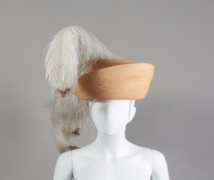 HERMES Paris made in France  Chapeau d'amazone en osier naturel rehaussé d'un panache…