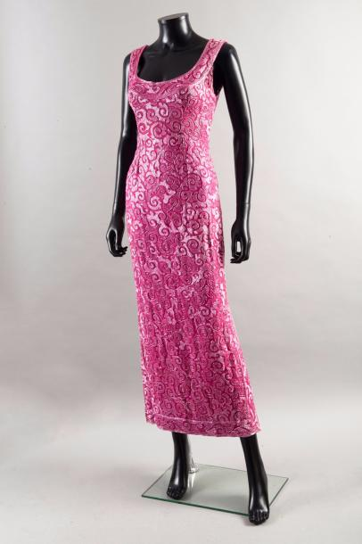Guy LAROCHE couture circa 1968  Robe en mousseline rose shocking brodée de perles…