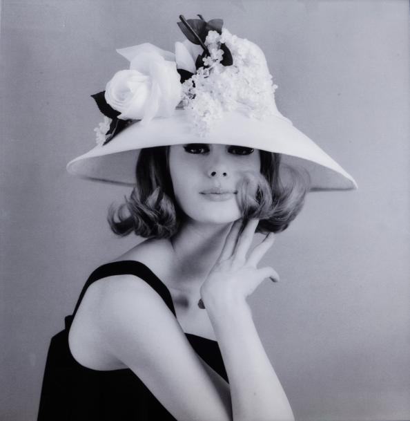 Jean-Jacques Bugat  Vogue, 1965.  Monique Chevalier avec un chapeau de Jean Barthet.…