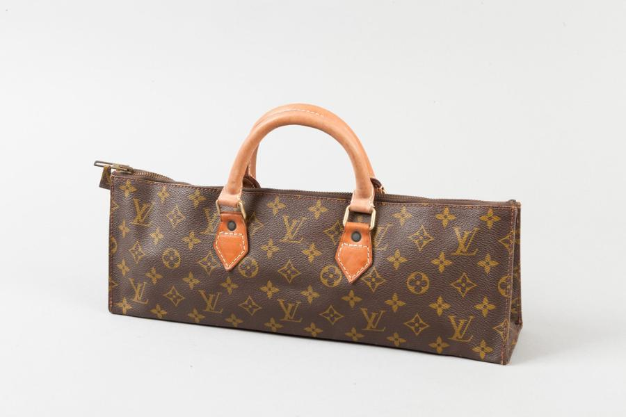 Louis VUITTON Prototype Sac « Triangle » 40 cm en toile monogram et cuir naturel,…