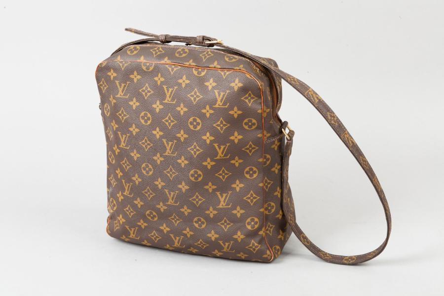 Louis VUITTON Circa 1980 Importante sacoche 29 cm en toile monogram et cuir naturel,…
