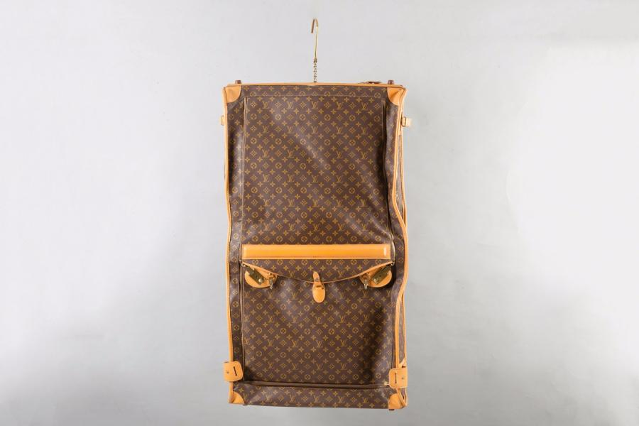 Louis VUITTON Licence Américaine French of California Porte-habits trois cintres…