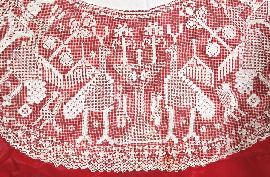 Une rare dentelle juive d'Azemmour, Rare, Maroc A Jewish Azemmour embroidery, Maroc…