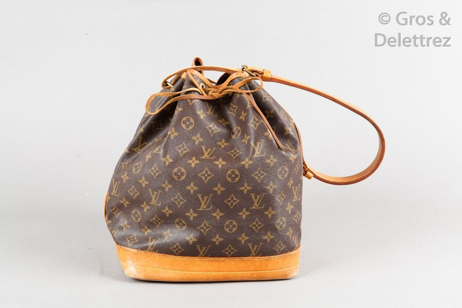 Louis VUITTON Sac « Grand Noé » 26cm en toile Monogram et cuir naturel, fermeture…