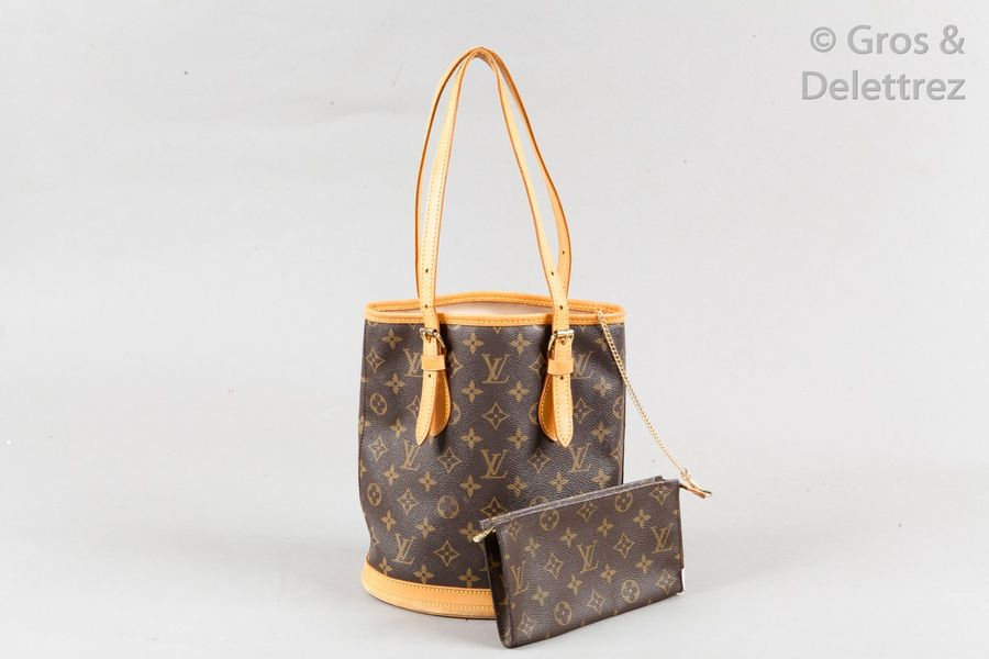 Louis VUITTON Sac « Bucket PM » 23cm en toile Monogram et cuir naturel, double anse…