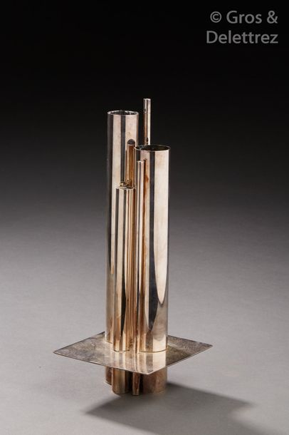 Gio Ponti (1891-1979)	 édition Christofle de la Collection Gallia Vase modèle « Orgue »…
