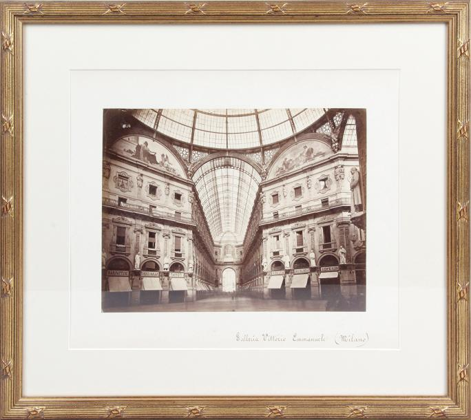 MILAN, LE PASSAGE VICTOR EMMANUEL Photo argentique vers 1900. 27 x 31 cm