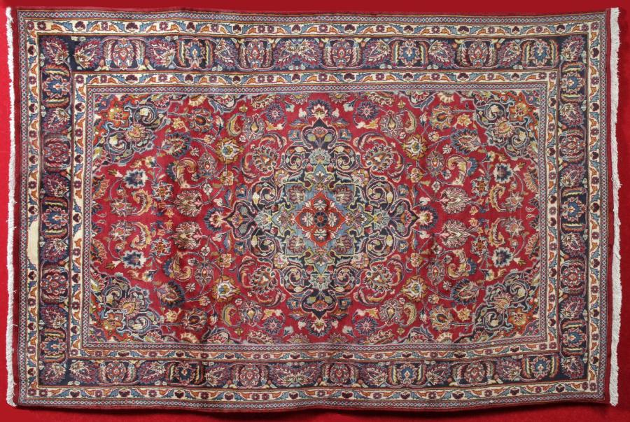 GRAND TAPIS MECHED (Iran) vers 1990. velours en laine, Chaines, trame et franges…