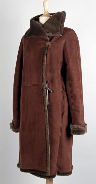 Pierre CARDIN Paris MANTEAU CROISÉ en daim marron à parements de fourrure synthétique…