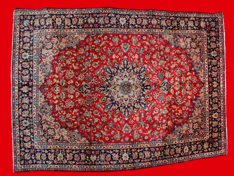 IMPORTANT TAPIS ISPAHAN -NADJAFABAD (Iran) vers 1985. A décor floral sur champ rubis.…