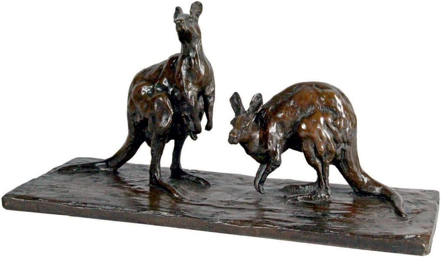 Guido RIGHETTI - 1875-1958 COUPLE DE KANGOUROUS Groupe en bronze à patine brune signé.…