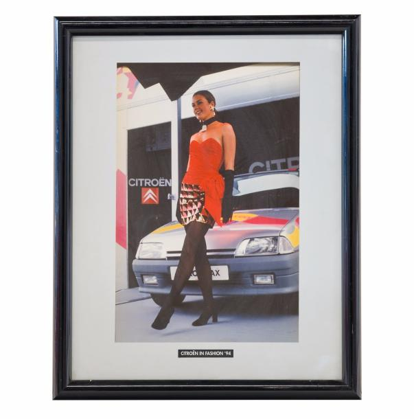 "Encadré officiel ""Citroën in Fashion AX 1994"" (45x55 cm)."