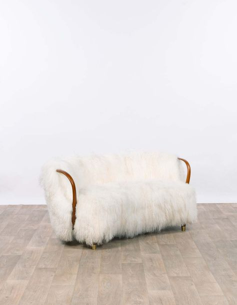 JORGENSEN EDITEUR Canapé  1954 Oak and long hair lambskin H 68 x L 160 x P 85 cm…