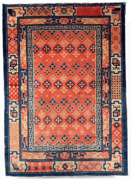 Un ancien tapis Ning-Hsia, A late 19th century Ning-Hsia Chinese rug  Décor de semis…