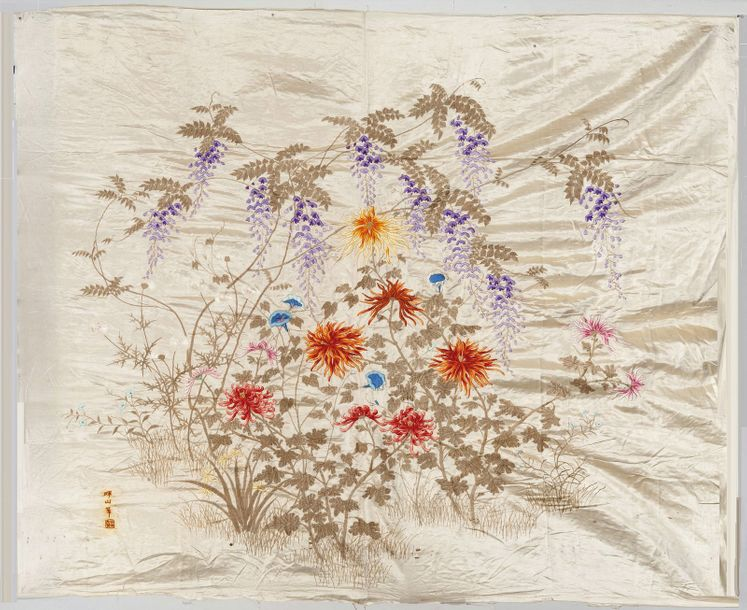 Un panneau de soie brodé en soie, A late 19th century embroidered panel Panneau…