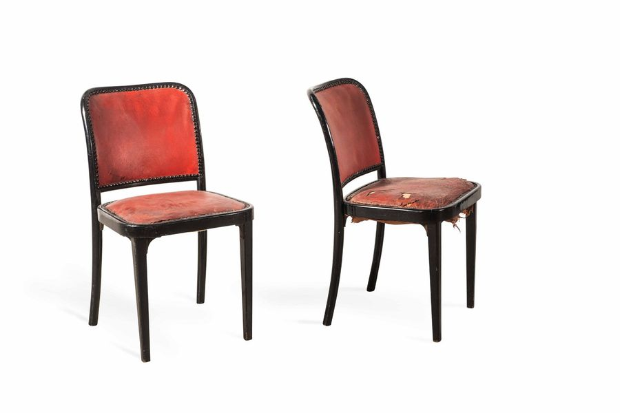 Josef HOFFMANN (1870-1956)  A wooden lacquered pair of chairs  Paire de chaises…