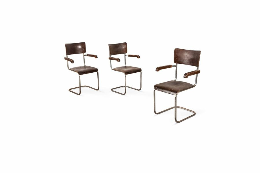 Mart STAM (1899-1986)  A set of three metal and wooden chairs  Suite de trois sièges…