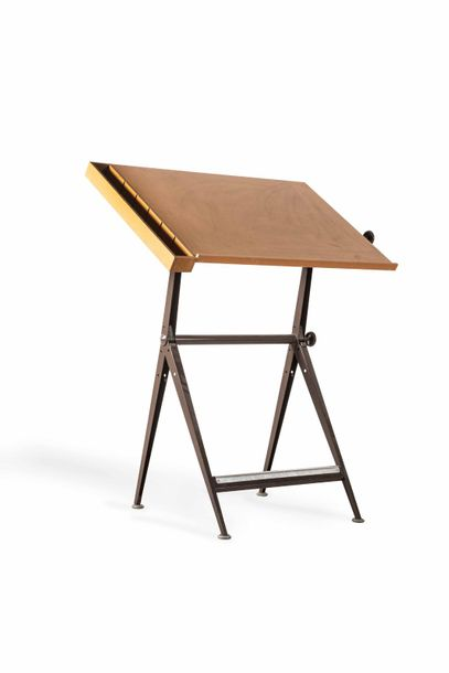 Table à dessin d'architecte et chaise  Drawing table of architect and chair  Bois,…