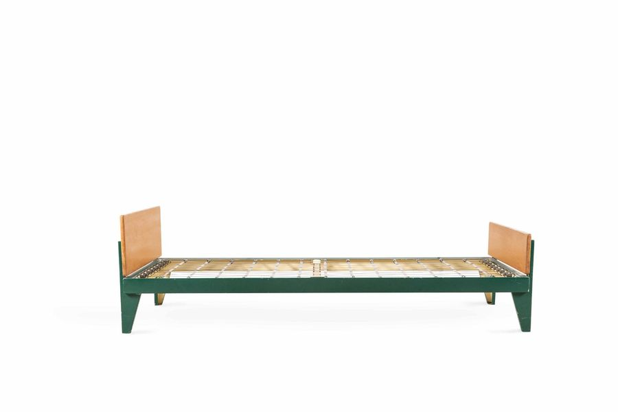 Jean PROUVE (1901 -1984)  A metal and wooden bed «flavigny»  Lit dit «Flavigny»…