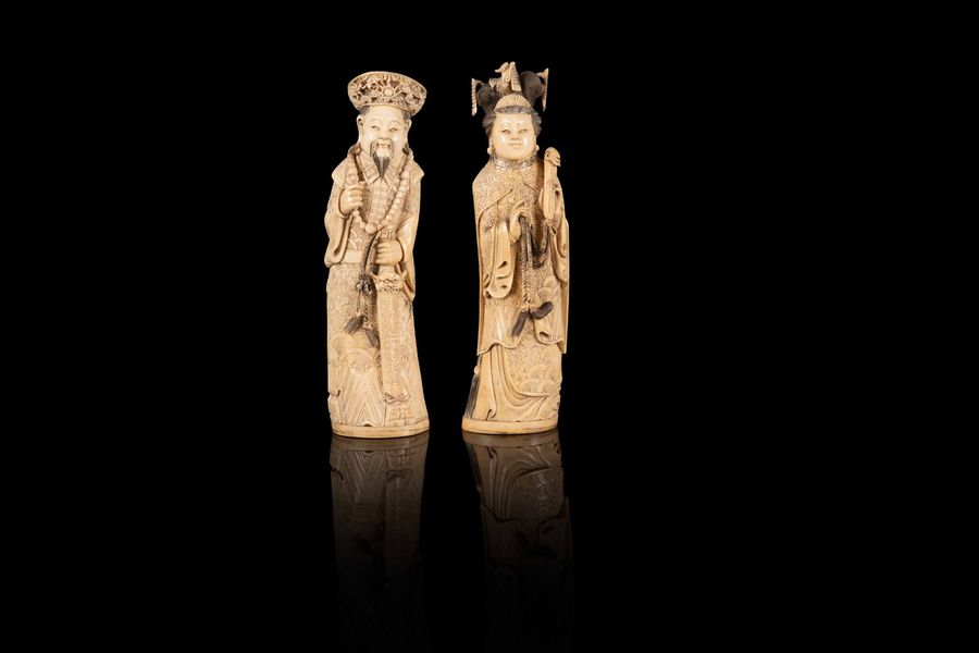 Couple de personnages dit impériaux  Two ivory figures, China, first half of 20th…
