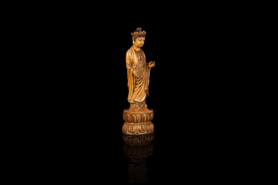 Grand personnage boddhistava  A large ivory figure, China, early 20th c.  Représenté…