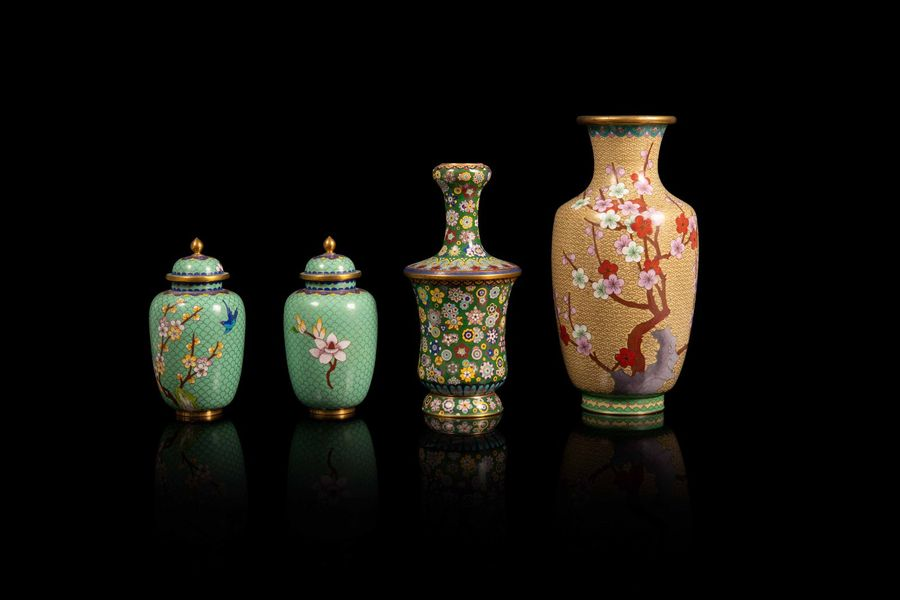 Ensemble de vases en émaux cloisonnés  A set of four cloisonné vases, China, 20th…