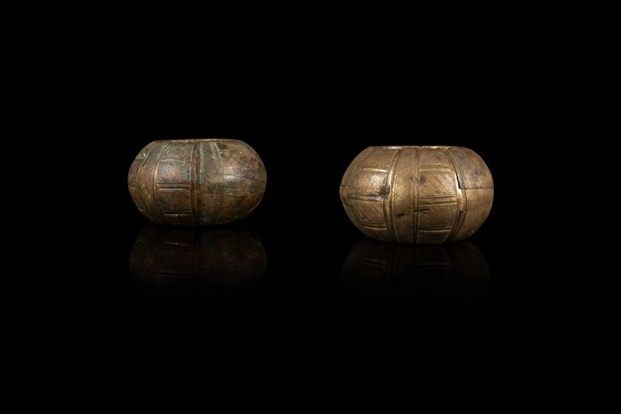 Deux bracelets  Two copper bangles, Burkina Faso, 20th c.  Imposant bracelet à décor…
