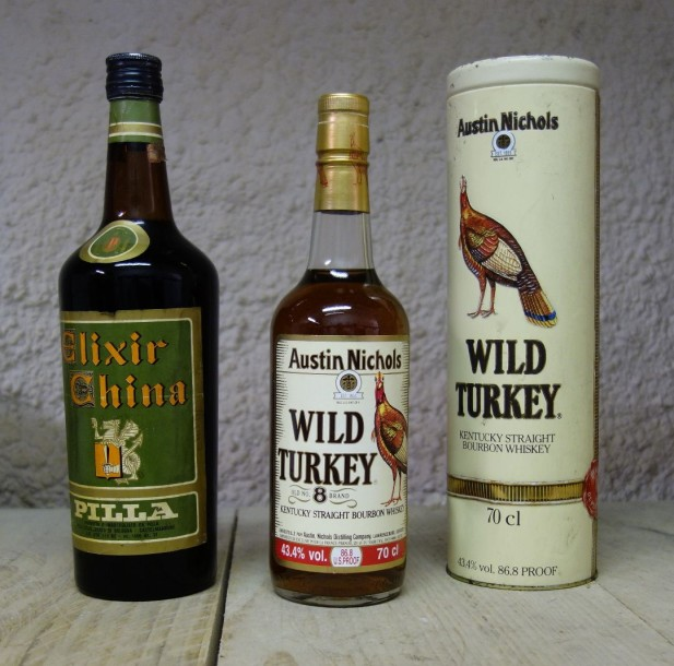 2 Bouteilles LOT ALCOOL DIVERS 1 ELIXIR CHINA, 1 WHISKY WILD TURKEY