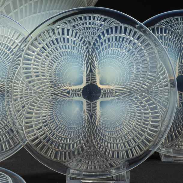 René Lalique, Set of 'Coquilles' bowl and six plates 'Coquilles N° 5', 1924, D. …