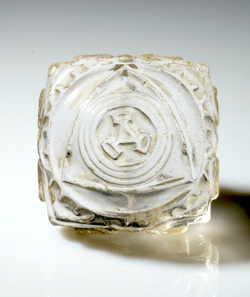 Yantra Népal Cristal de roche. 4,5 x 4,5 x 2,5 cm Provenance: - Ancienne Collection…