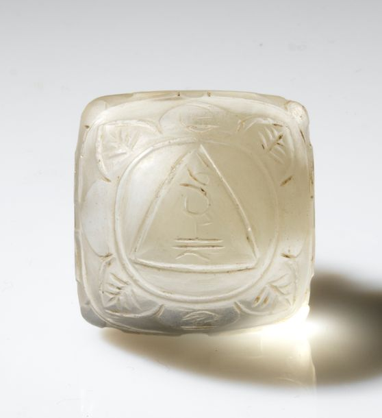 Yantra Népal Cristal de roche 2,7 x 2,7 x 2 cm Provenance: - Ancienne Collection…